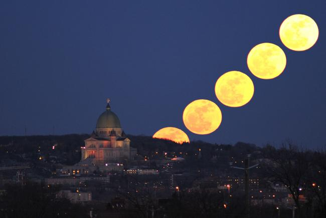 Grosse pleine lune contre pers ides blogue espace pour la vie - Heure de lever et coucher de la lune ...