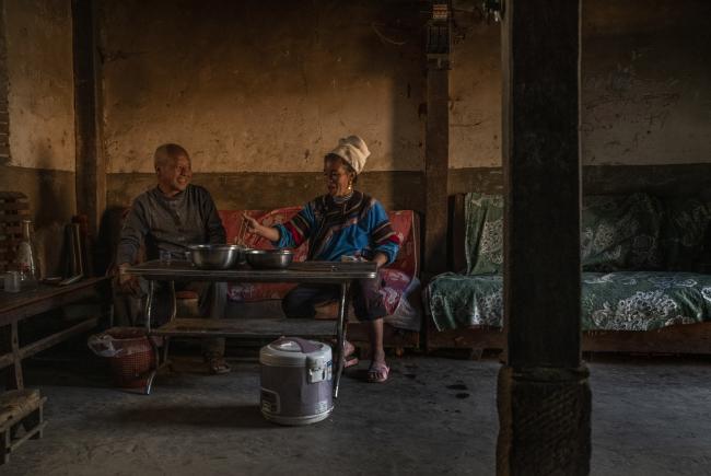 Le patriarche et cultivateur de thé, M. Chen, accompagné de sa femme (Honghe)