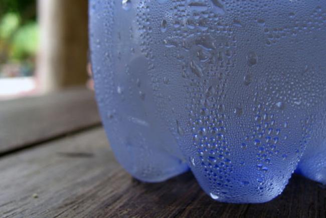 Condensation on water bottle - License GNU Free Documentation Licence