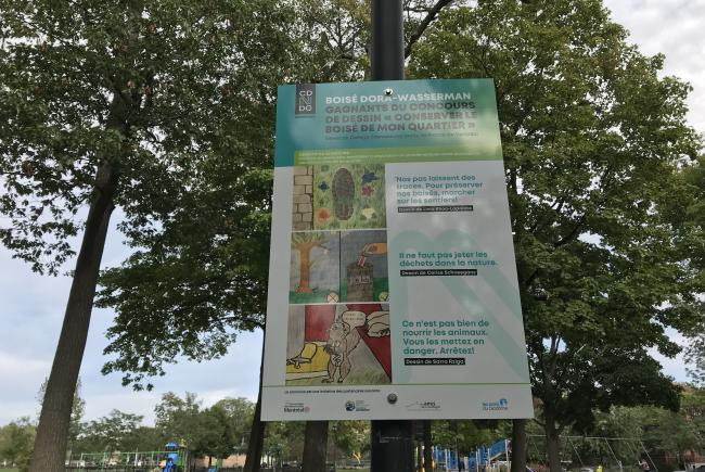 Panel that has been set up at the entrances to the Boisé Dora Wasserman located at Mackenzie King Park in the borough of Côte-des-Neiges–Notre-Dame-de-Grâce, with a view to raising awareness in the people who walk there.