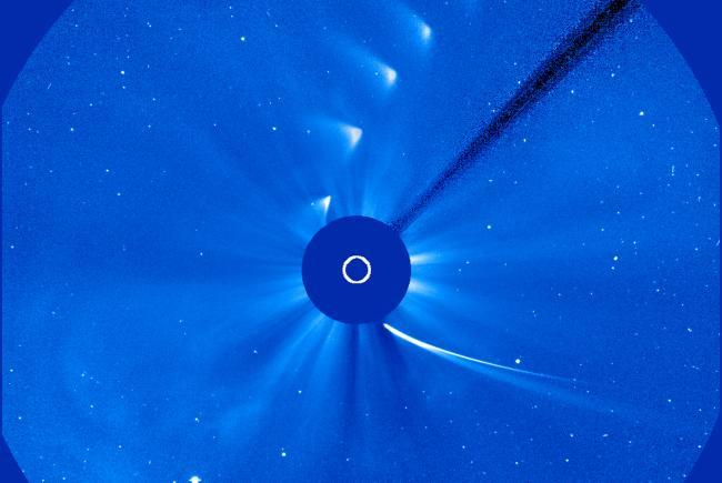 Clichés de la comète ISON pris par le satellite SOHO