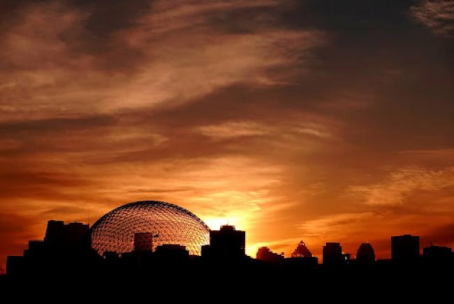 Downtown Montréal, a few rays and the Biosphère, the most recent Space for Life museum.