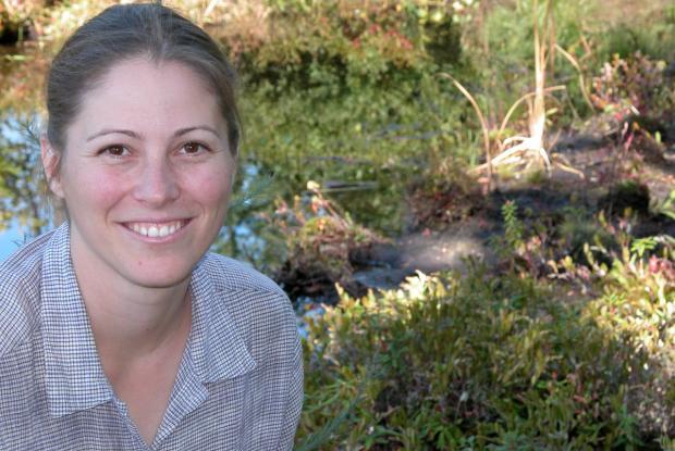 Stéphanie Pellerin à la tourbière du Jardin des Premières Nations