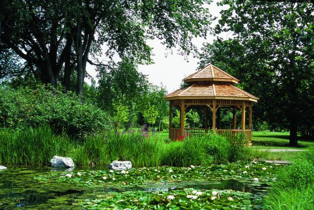 Le Kiosque de l'étang de la Maison de l'arbre.