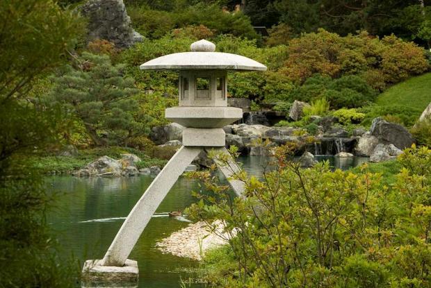 L ments du jardin japonais espace pour la vie for Jardin japonais lanterne