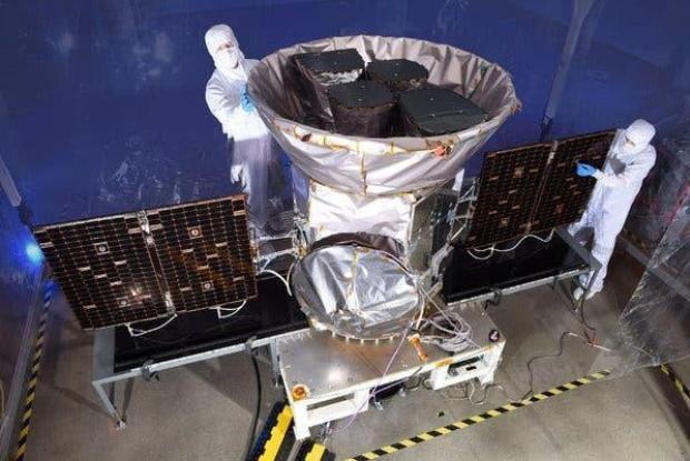 TESS, Transiting Exoplanet Survey Satellite, avant son lancement en 2017.