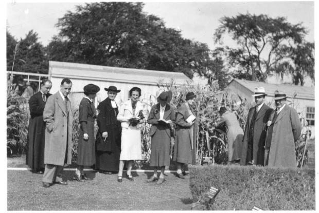 Opening day for classes in Economic Botany, 1937